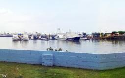 Панорама яхт-клуба на берегу прямо в новом Панама Сити