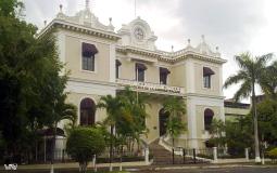 Красивое и ухоженное, что редкость, здание между новом и старым Панама Сити