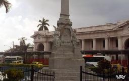 Обелиск по дороге из старого города в новый в Панама Сити