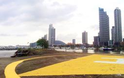 Панорама берега с вертолетной площадки в новом Панама Сити