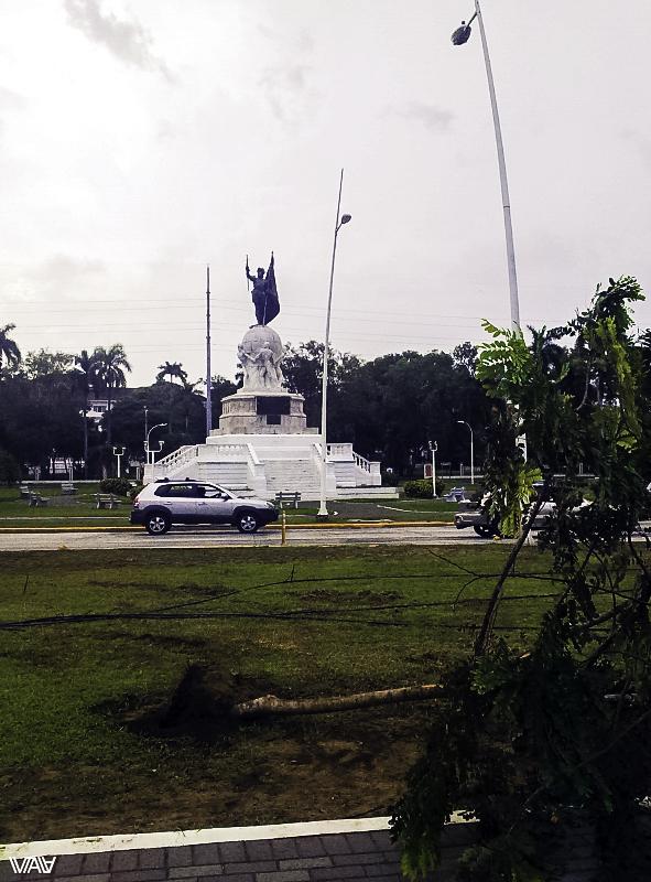 Памятник предположительно Колумбу с другого ракурса в новом Панама Сити