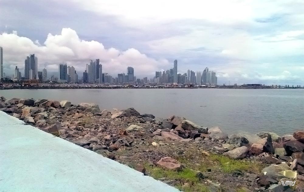 Набережная Панама Сити с видом на небоскребы делового центра города