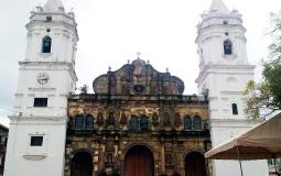 Невиданной красоты и стиля мною до сих пор костел в старом городе Панама Сити