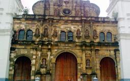 Невиданной красоты и стиля мною до сих пор костел (нижняя его часть) в старом городе Панама Сити
