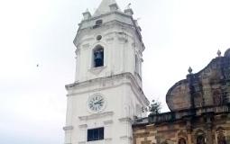 Невиданной красоты и стиля мною до сих пор костел (его левая башня) в старом городе Панама Сити