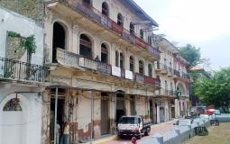 Еще не отреставрированный жилой дом в старом городе Панама Сити