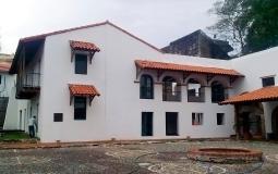 Жилой сектор монастыря с другого ракурса в старом городе Панама Сити
