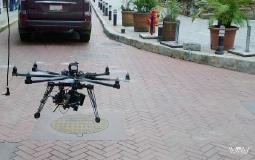 Киношная группа снимает старый город Панама Сити с помощью квадрокоптера