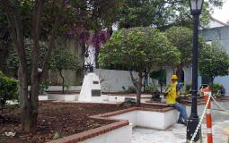 Местные рабочие строители старого города Панама Сити всегда рады красивым девушкам :)