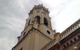 Башня с действующим колоколом костела старого города Панама Сити