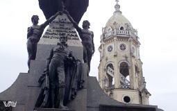 Превосходная скульптурно-архитектурная композиция на площади Боливар в старом городе Панама Сити