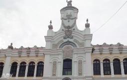 Загадочным гос.учреждением оказалось министерство иностранных дел с восхитительно красивым входом (с усатым дядькой наверху ;) на площади Боливар в старом городе Панама Сити