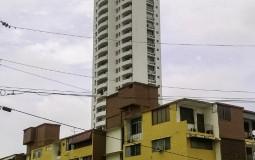 Такой необычный небоскреб в обычном жилом районе Панама Сити.