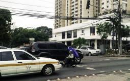 Попрошайки на дорогах обычное явление для Панама Сити.