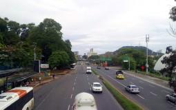 На мосту над дорогой в центр Панама Сити. Или не в центр. Я же заблудилась)