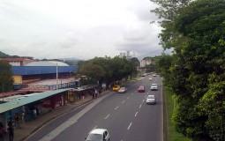 Вот такие обыкновенные остановки общественного транспорта в Панама Сити. Обычные люди, нормальная жизнь.