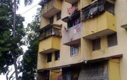 При виде таких домов и льющихся с них непонятного происхождения жидкостей (прямиком на улицу из трубы, что торчит с балкона) мне резко захотелось вернуться в центр Панама Сити.