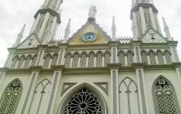 Невероятной красоты костел в новейшем центре Панама Сити.