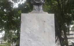 Фотографируя великого для своей страны человека, бюст которого стоит в центральном парке Панама Сити, я как бы отдаю дань его достижениям.