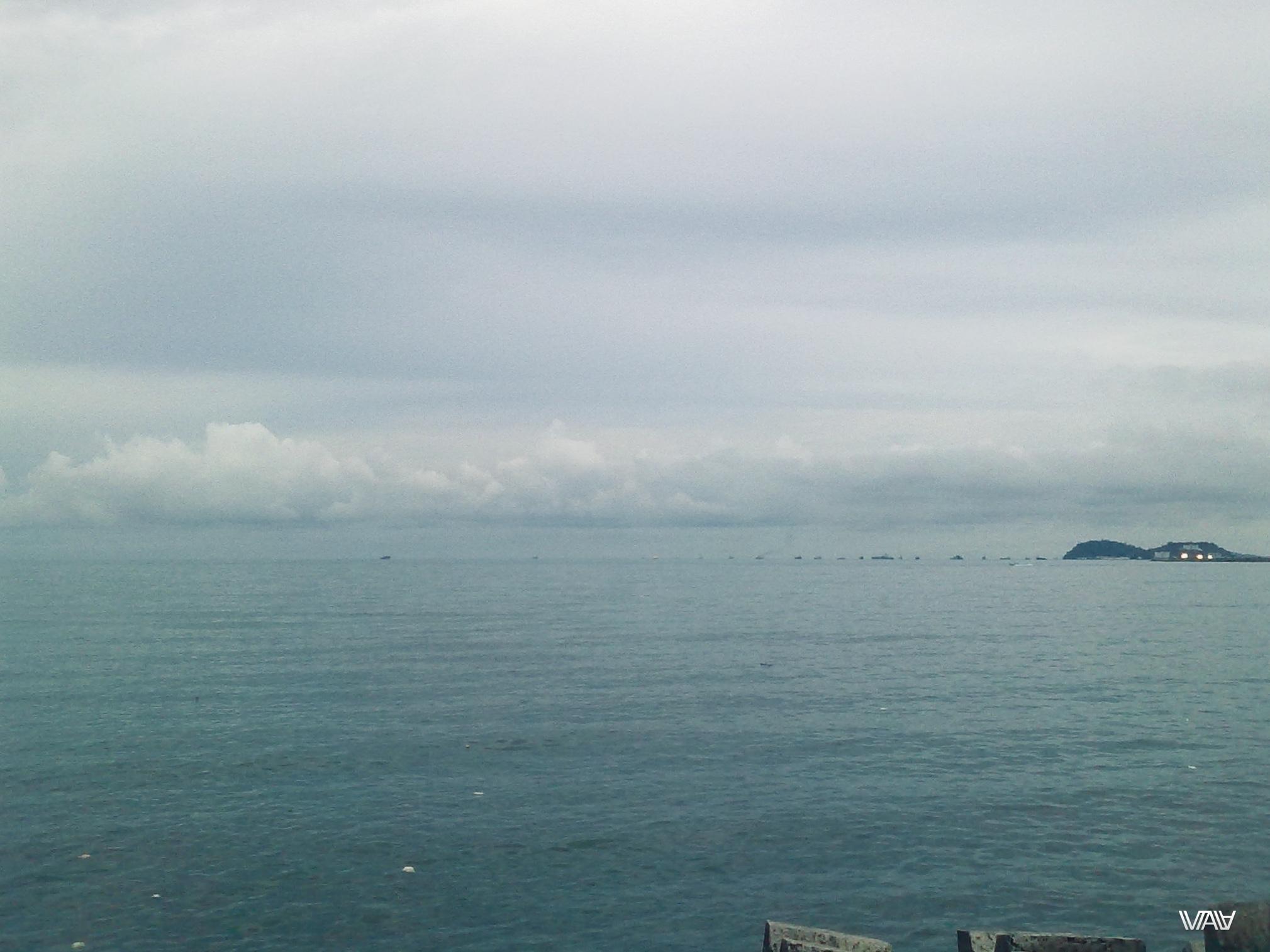 Вид на океан с побережья Панама Сити.