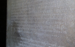 Интересно, что же там такое написано. Древнее и мудрое. Прасат Краван, Ангкор, Камбоджа