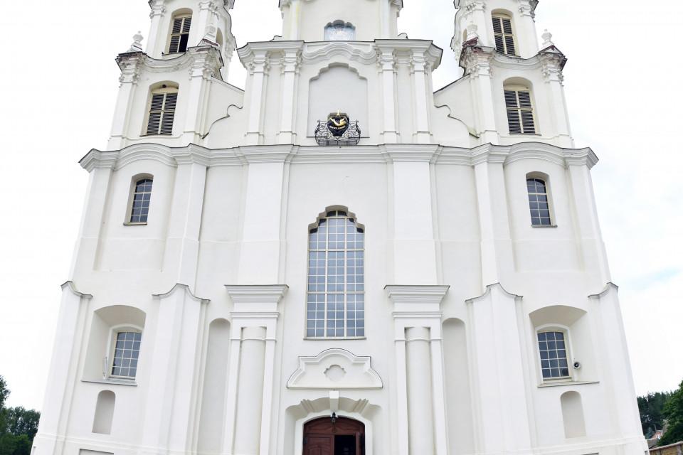 Возвышение костела Святого Михаила Архангела над всем сущим. Ивенец, Беларусь