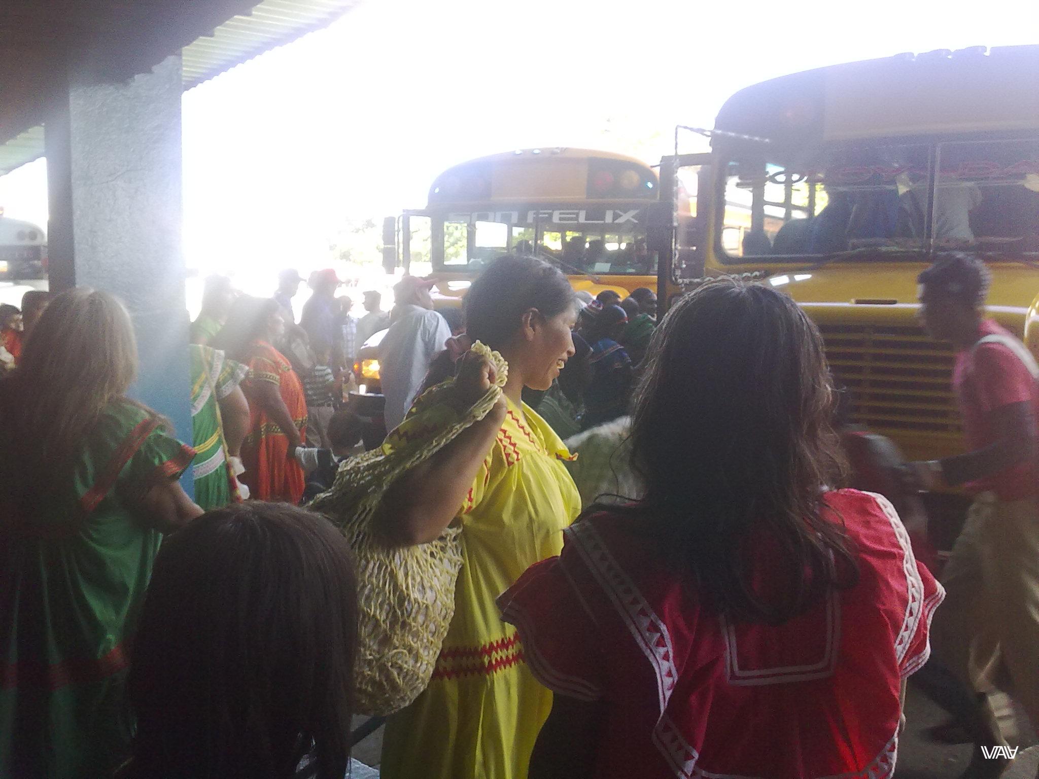 Обожаю светящихся счастьем и жизнерадостностью людей! Автовокзал города Давид, Панама