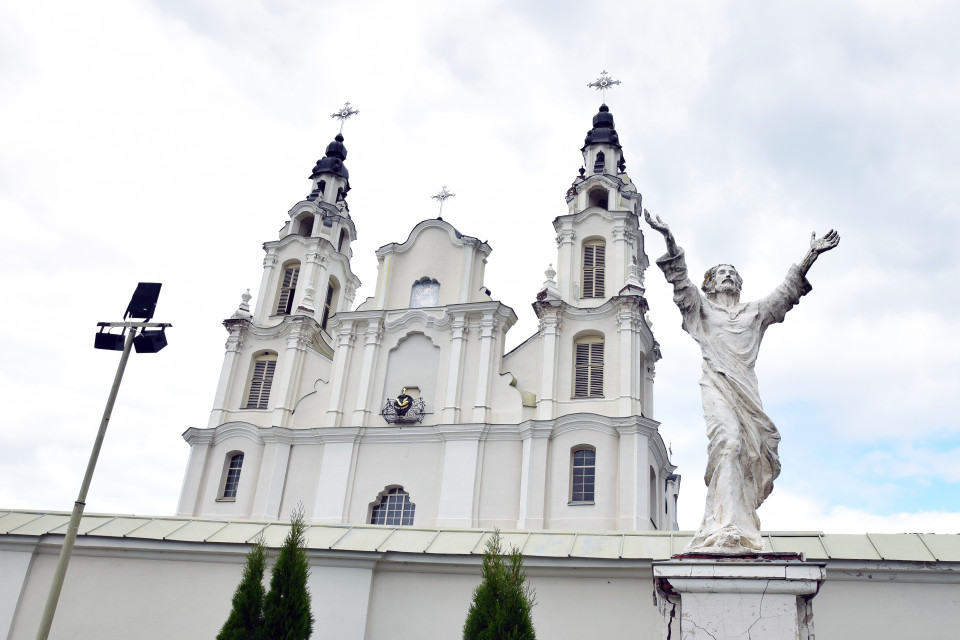 Сам Архангел зазывает в свой собор. Ивенец, Беларусь