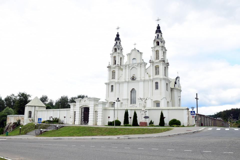 Величественный костел Святого Михаила Архангела. Ивенец, Беларусь