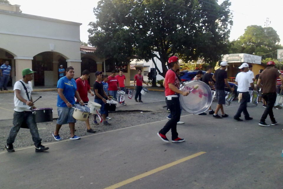 Прозрачный барабан бесспорно звезда парада! Давид, Панама