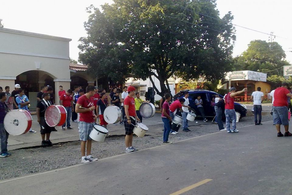 Репетиция парада. Звонкие барабаны и громкие тамтамы! Давид, Панама