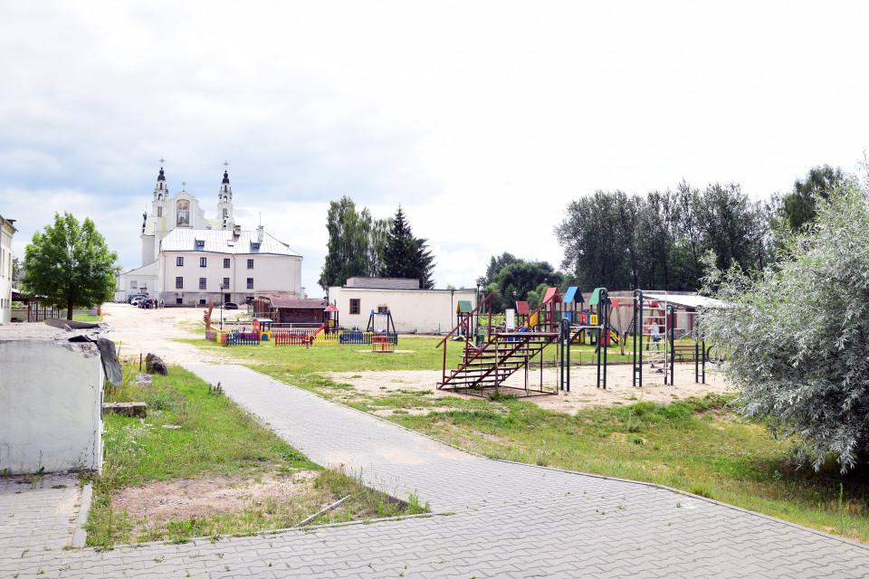 Общий вид костела и результаты добродетели. Костел Святого Михаила Архангела, Ивенец, Беларусь