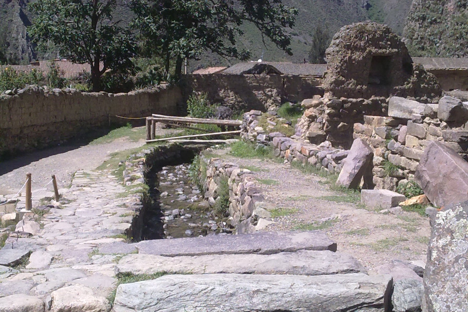 The houses of the ancient Peruvians went deep into the earth. Ollantaytambo, Peru
