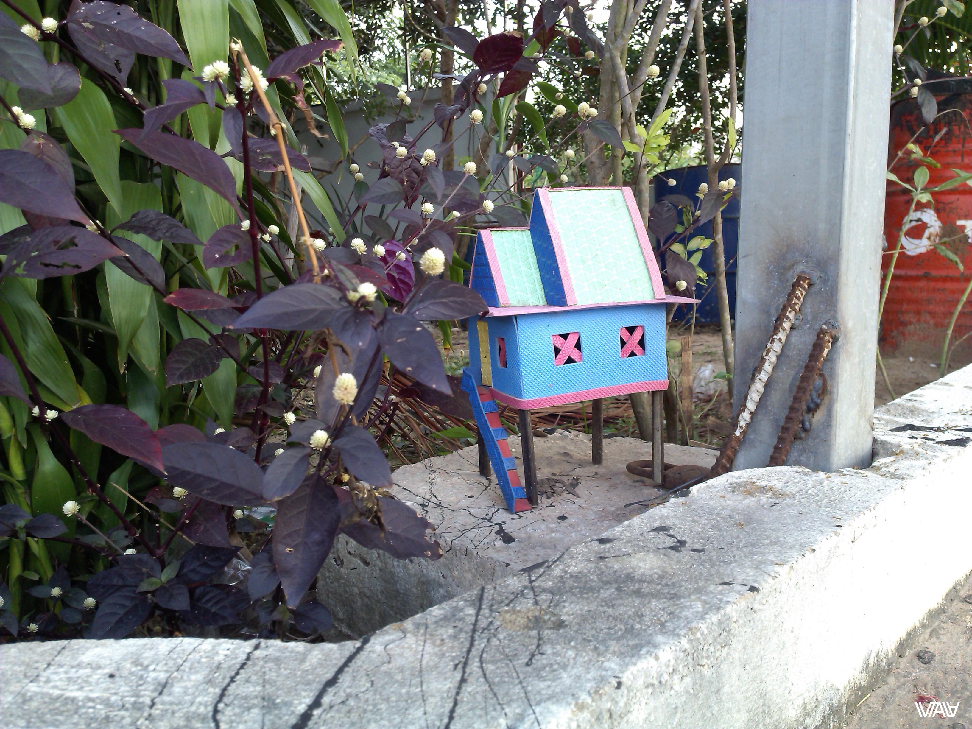 Чудо творчества на одной из автобусных остановок по дороге из Пном Пеня в Сием Рип. Камбоджа