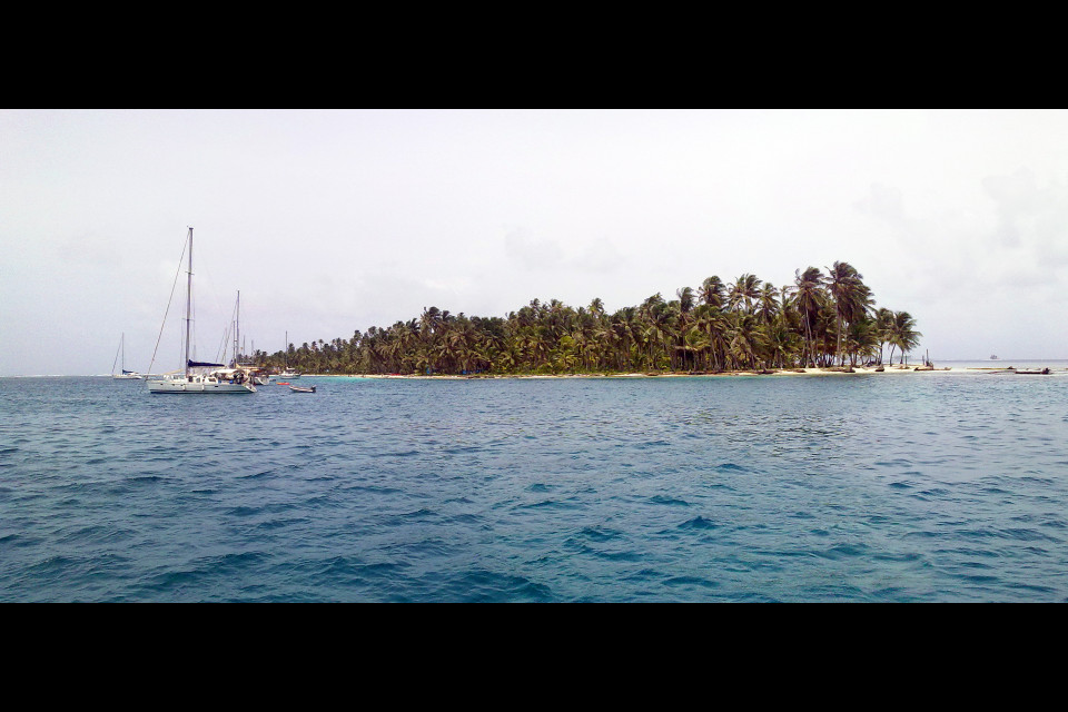 A heavenly feeling of unprecedented beauty covers the entire small team of our yacht. Cayos Chichime Island, San Blas Archipelago, Panama