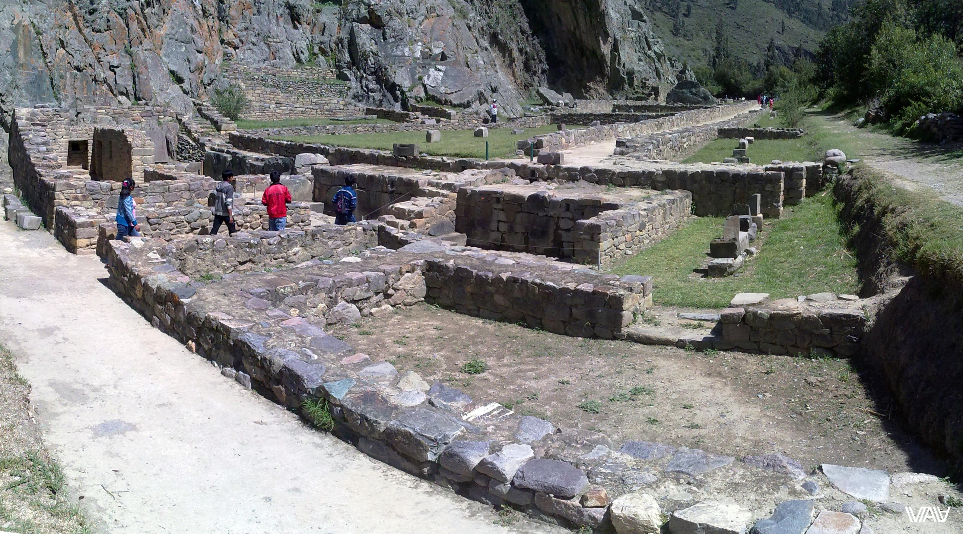 От древнего города инков остался только лабиринт фундаментов. Однако невероятно притягательный. Ойантайтамбо, Перу