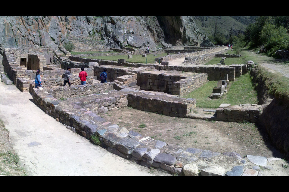 From the ancient city of the Incas only a labyrinth of foundations remained. However incredibly attractive. Ollantaytambo, Peru