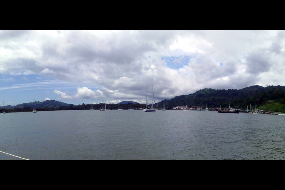 Бухта Портобело прекрасна собой и всеми лодками в ней. Портобело, Панама