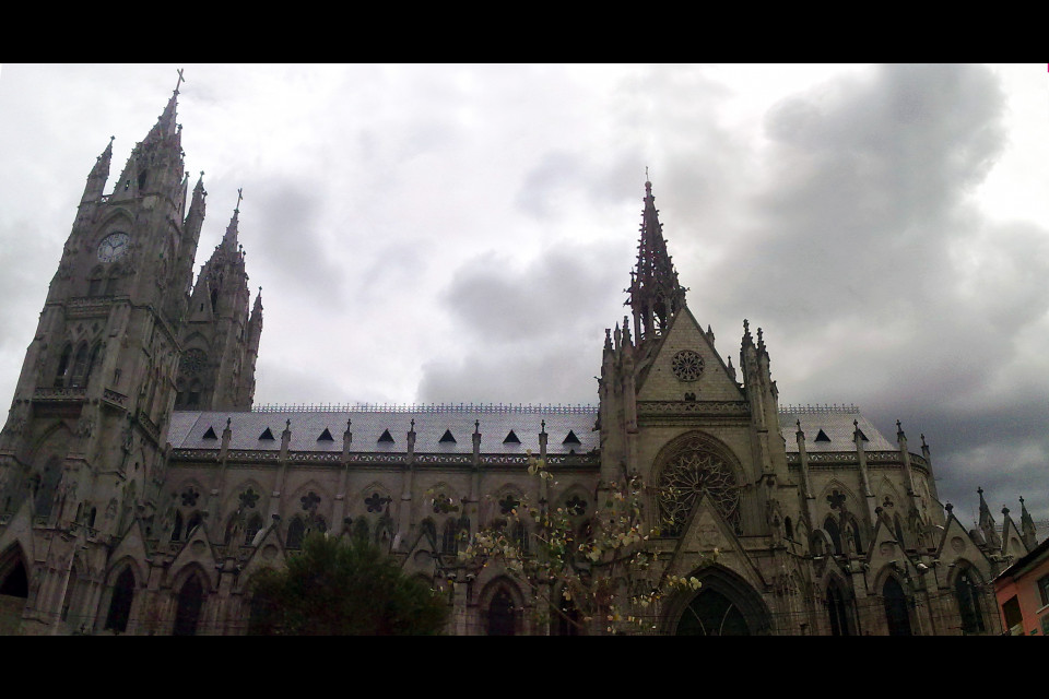 When I was making this panoramic photo near me Russian couple were arguing. I wanted to say hi so hard, but didn't want to enter their dispute. It's a pity. Basílica del Voto Nacional, Quito, Ecuador