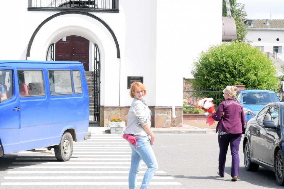 Красотка Екатерина у церкви Святой Евросиньи. Ивенец, Беларусь