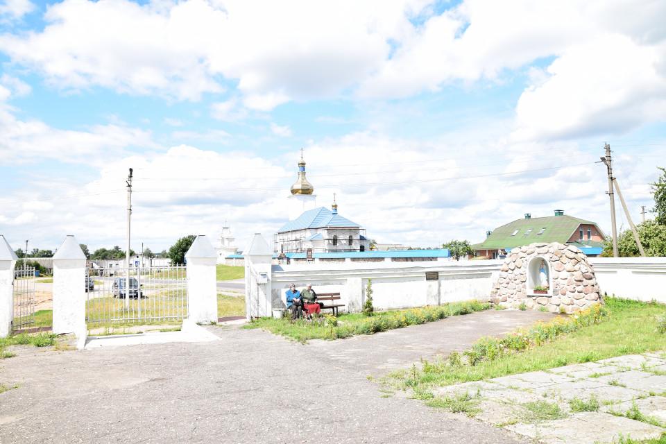 Завсегдатые. Костел Святых апостолов Петра и Павла, Новый Свержень, Беларусь