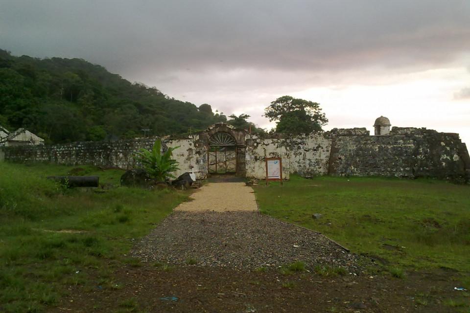 Остатки форта. Портобело, Панама
