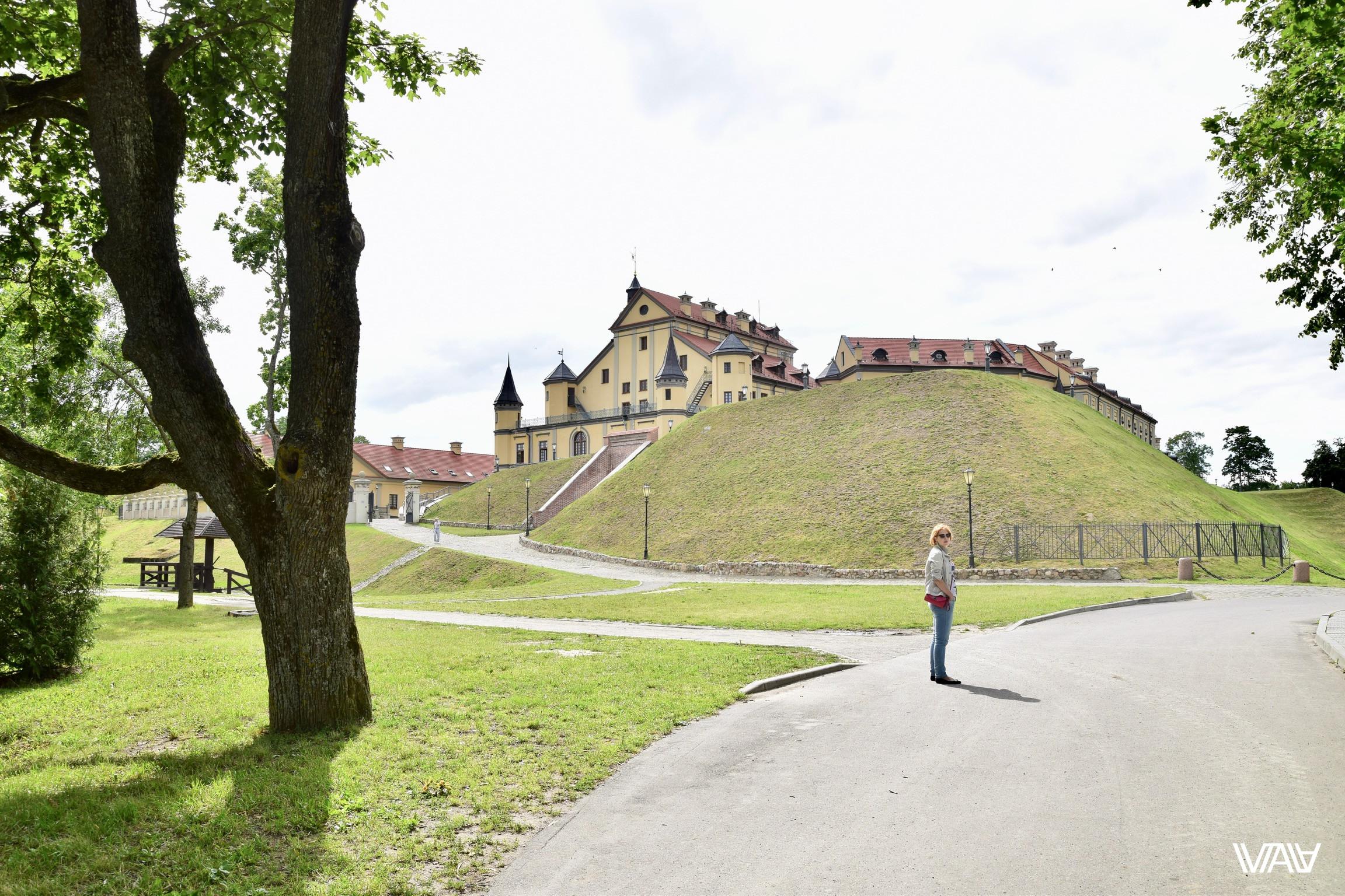 Огромный замок для маленьких людей. Несвижский замок, Несвиж, Беларусь