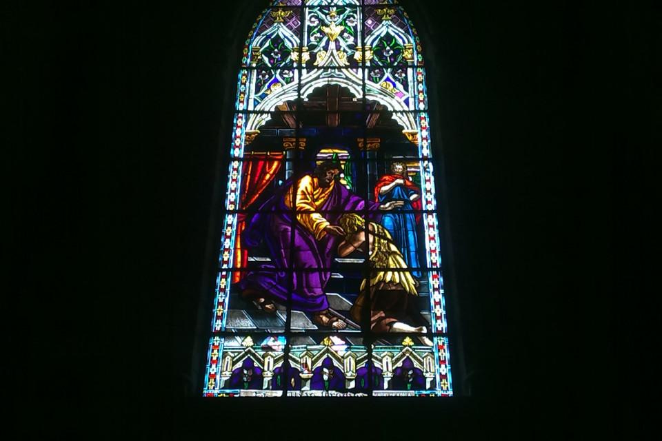 Невероятной красоты витраж и он естественно не единственный в Базилике дел Вото Насиеналь. Кито, Эквадор
