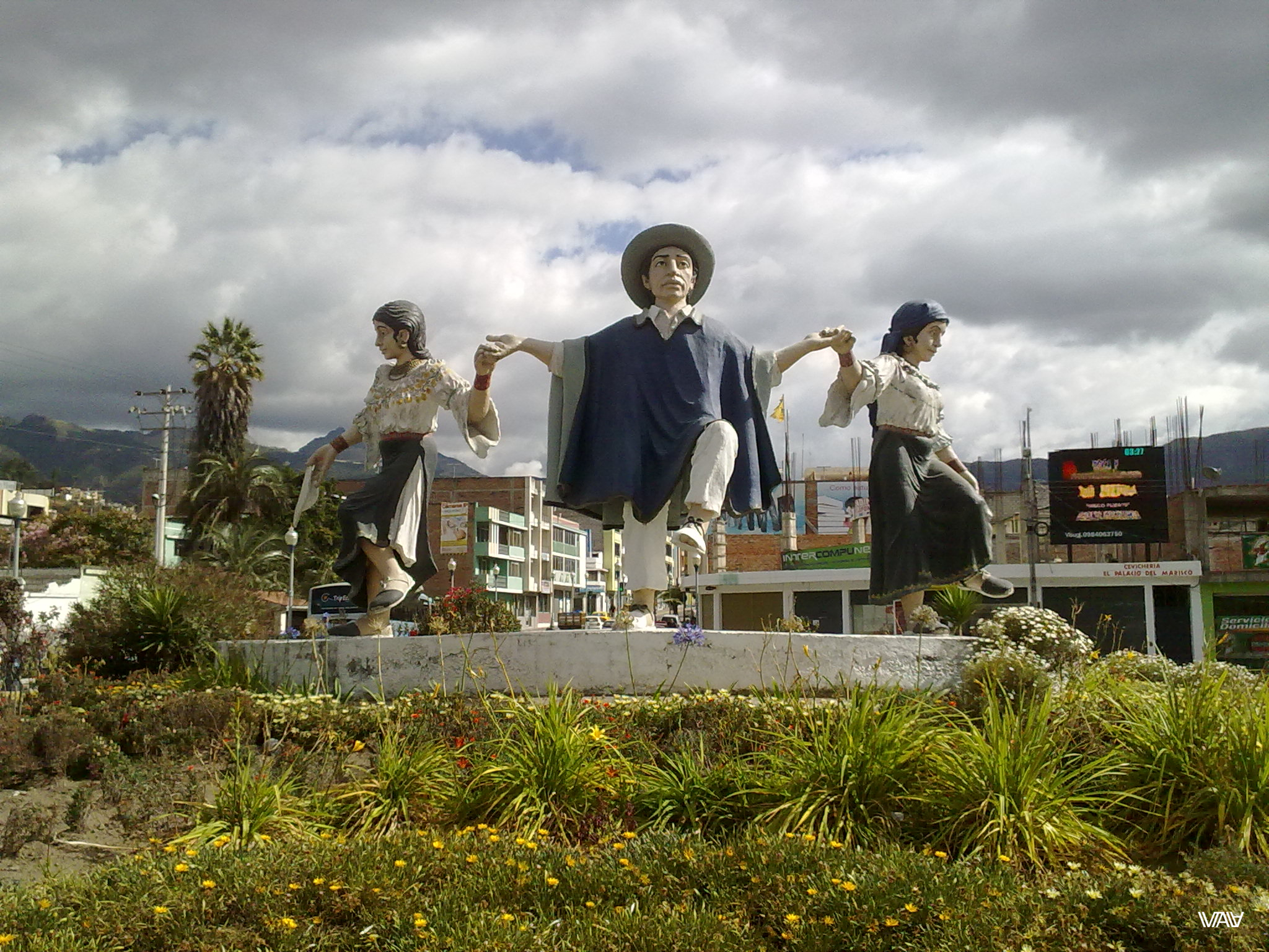 Main unique city statues symbolizing the unity of the Ecuadorian multinational people.