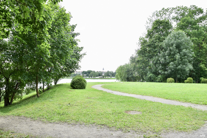 Из парка можно наблюдать за городом. Несвижский замок, Несвиж, Беларусь