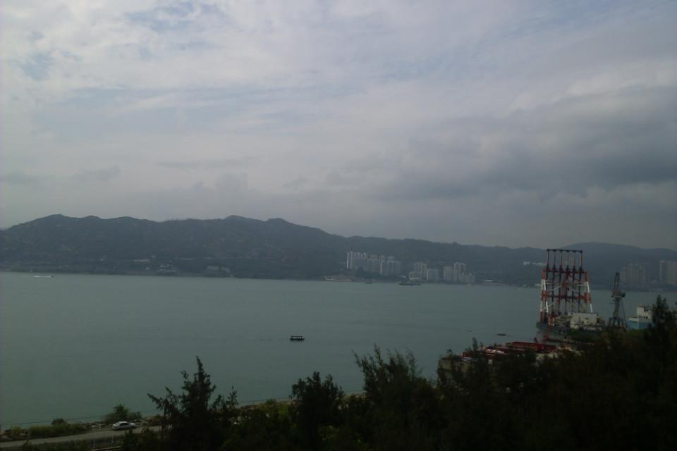 Первое, что я увидела, по дороге из аэропорта в город. Мое сердце затрепетало от любви! Гонконг, Китай