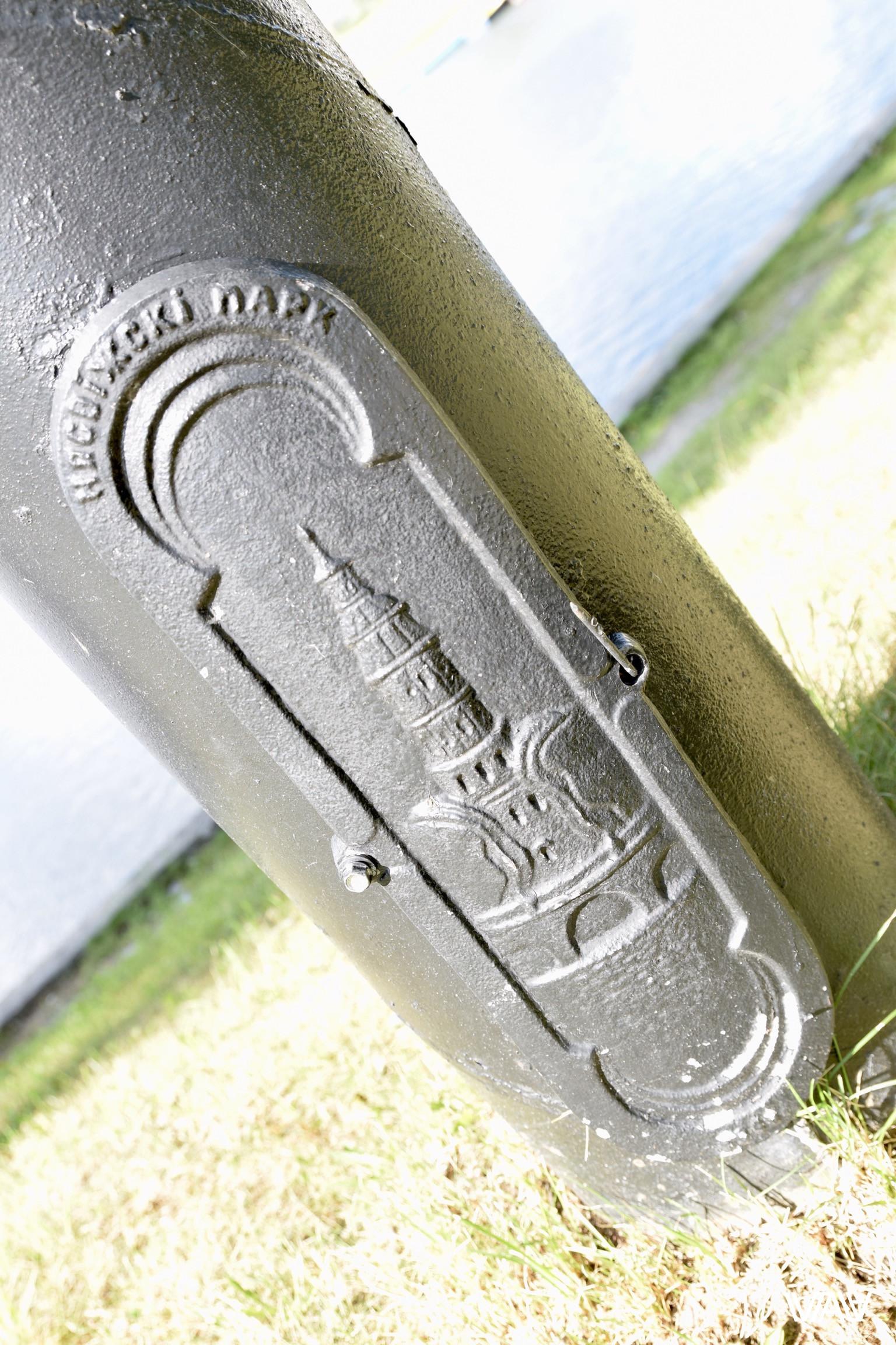 Столбики моста украшены как и все в этой историко-культурной ценности. Несвижский замок, Несвиж, Беларусь