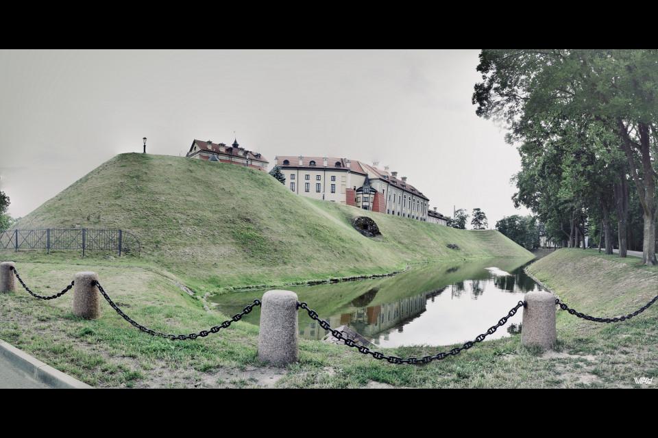 Охранять надо и современных туристов. Несвижский замок, Несвиж, Беларусь