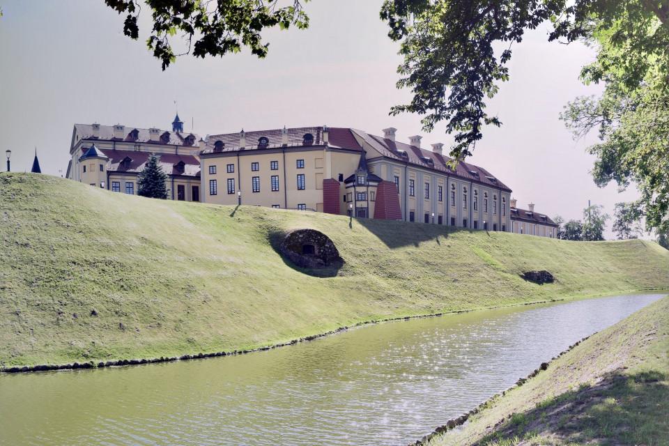 С другой стороны. Несвижский замок, Несвиж, Беларусь